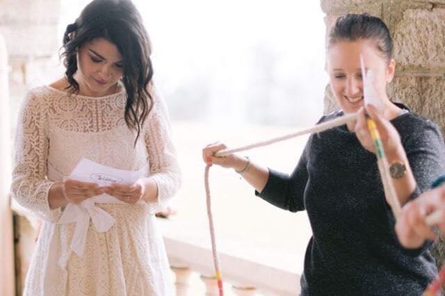 Animation de mariage originale. La mariée participe aussi au jeu. Julie Wedding Planner Lyon.