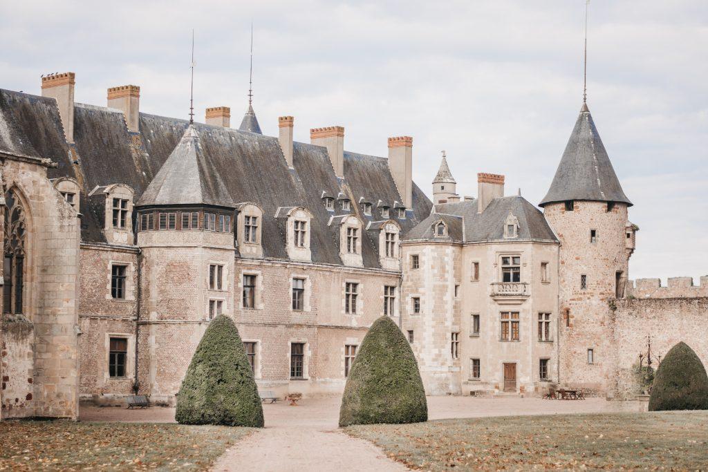 Se marier dans un château. Lieu de réception mariage Auvergne. Julie Nagy Wedding Planner Lyon.